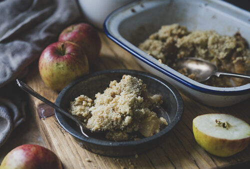 Evoke Pictures Lifestyle Home Feasting Apple Pear Crumble 1 500x338 - Planning the food at your marquee wedding